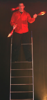 ct-ny-ma-entertainer-pictures-balancing-act-ladder-juggling
