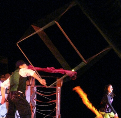 ct-ny-ma-entertainer-pictures-cube-spinning-stage