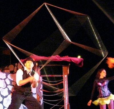 ct-ny-ma-entertainer-pictures-cube-spinning