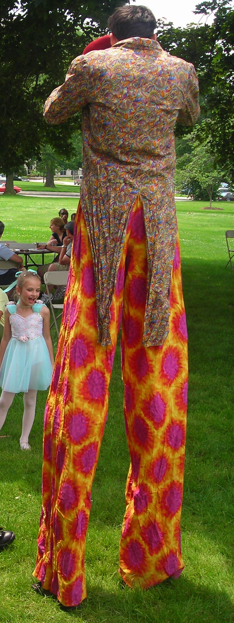ct-ny-ma-entertainer-pictures-stilt-walker-clown